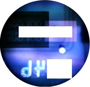 Repérer et marquer l'endroit où il faudra creuser la carte, en plein sur l'antenne NFC